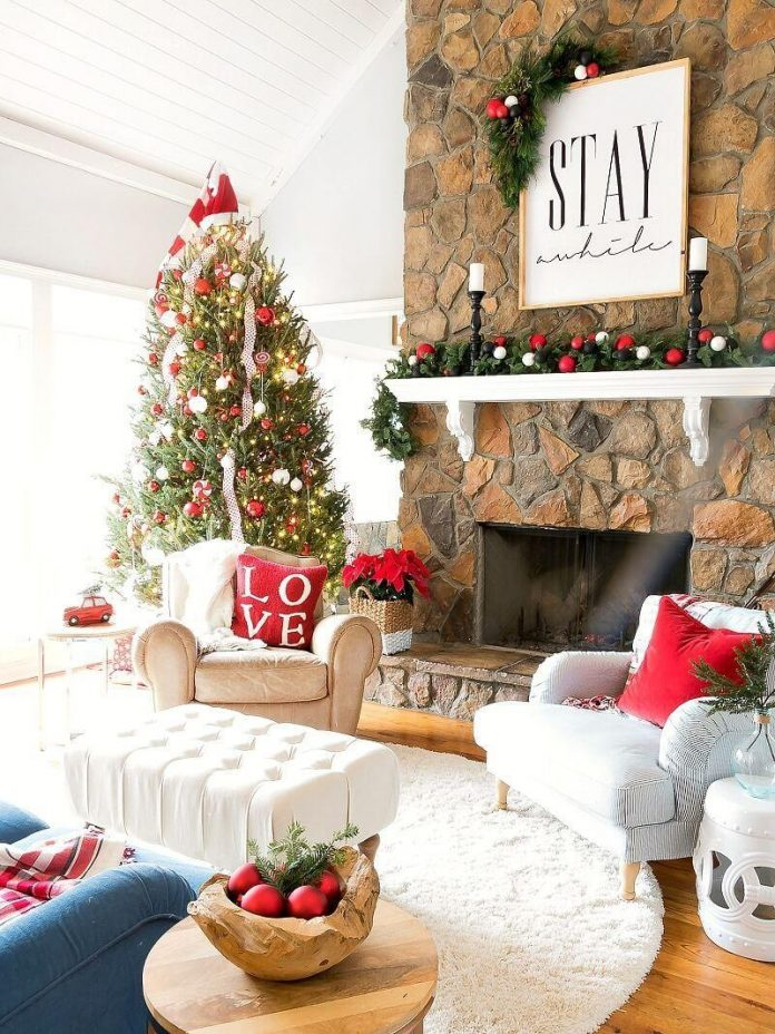 decorate your living room on Christmas theme
