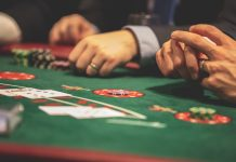 What is the reason behind the popularity of online casino games