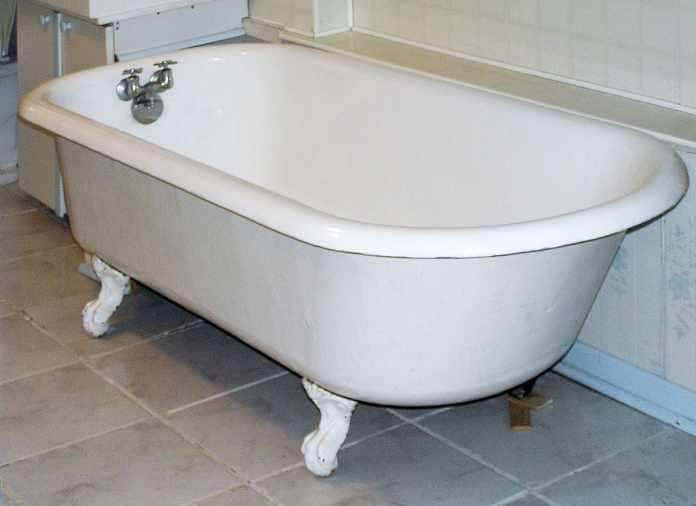 unclog a bathtub